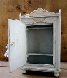 costruire un armadietto la piccola casa antica in miniatura un romantico armadio