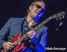 guitarist joe bonamassa joe bonamassa portland oregon gig review blues rock review blues rock review