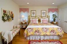Country Decorating Ideas For Bedroom by 15 Pretty Country Inspired Bedroom Ideas Home Design Lover