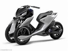 Yamaha 03GEN F Et X  2 Concepts 3 Roues Au Salon De