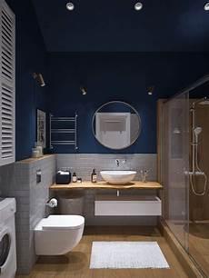 Ein Sehr Kleines Und Helles Badezimmer Mit Dachschr 228 Ge