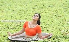 rare hq photos iniya deep navel show in lungi blouse