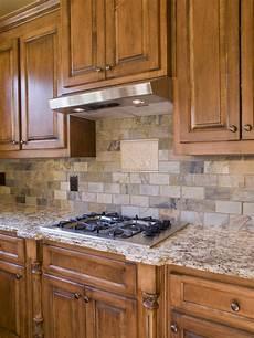 armadietti cucina cooktop della cucina e vista di angolo degli armadietti