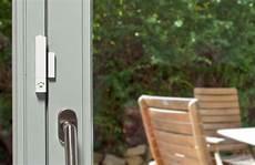 angekipptes fenster öffnen fenstersensoren f 252 r mehr sicherheit im smart home