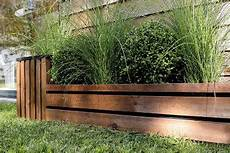 Bordures De Jardin En Bois D 233 Limiter Une All 233 E De Jardin Avec Des Bordures En Bois