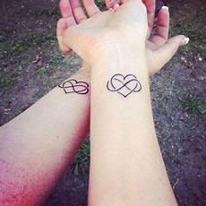 Herz Handgelenk - passende herz tattoos tatoo schwester herz