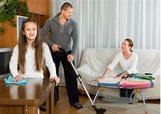 Faccende Domestiche Tutta La Famiglia Deve Collaborare