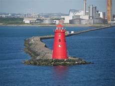 poolbeg lighthouse 169 david dixon cc by sa 2 0 geograph
