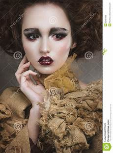femme de sorci 232 re avec le maquillage cr 233 atif photo stock