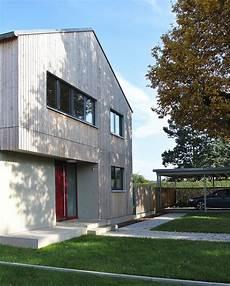 modernes holzhaus satteldach einfamilienhaus modern holzhaus satteldach holzfassade