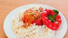 gefüllte paprika mit reis vegan gef 252 llte paprika mit sahniger tomatensauce und reis