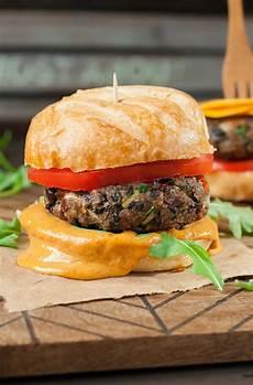 Veggie Burger Rezept - black bean veggie burgers with chipotle honey mustard