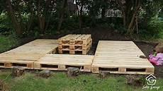 holzterrasse selber bauen terrasse aus paletten mit dach diy academy