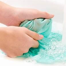 Flecken Aus Hose Entfernen - fettflecken entfernen hausmittel und tipps brigitte de