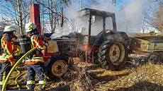 Traktor Brennt Feuerwehr Im Einsatz Berg
