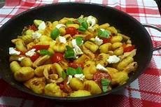 gnocchi pfanne mit h 252 hnchen und mozzarella rezept einfach