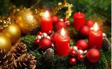 Adventskranz Bedeutung 4 Kerzen - adventskranz mit 3 brennenden kerzen stockfoto 169 smileus