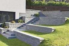 terrassenplatten auf treppe verlegen betonplatten f 252 r terrassierten garten und stufen im