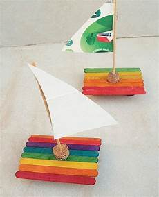 Basteln Kindern Sommer Eisstielen Boot Weinkorken Farben