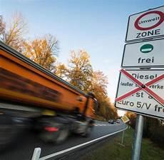 Fahrverbot Für Diesel - diesel fahrverbot umwelthilfe will bald mit land