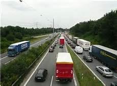 Autobahn Rechts Vorbeifahren - rechts 252 berholen auf der autobahn erlaubt bu 223 geld