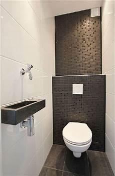wc avec carrelage blanc et mosaique