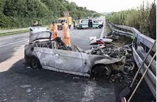 T 246 Dlicher Unfall Auf A81 Nahe Heilbronn In Auto Verbrannt