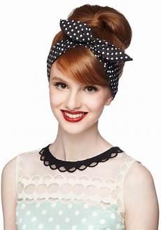 50er jahre frisur anleitung rockabilly frisur mit haarband gepunktet hochsteckfrisur