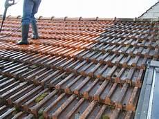 nettoyer toit nettoyage toiture tuiles terre cuite