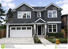 Typisches Amerikanisches Haus - new american home stock photo image of housing real