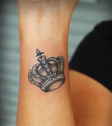 Frau Unterarm - fotos de tatuajes sutiles para
