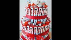 torte aus kinderriegeln diy kinderriegel geschenk torte kreative geschenk idee