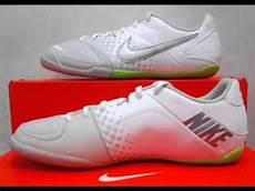 Gambar Sepatu Futsal Nike Terbaru