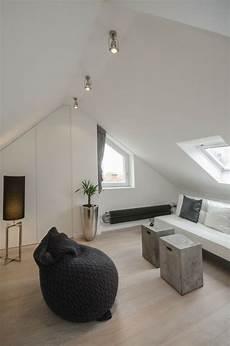 kleines wohnzimmer dachschr 228 ge m 246 bel arrangeiren ideen