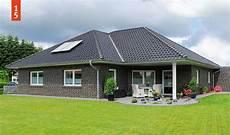 winkelbungalow mit garage ruheraum grundriss bungalow 150 qm schl 252 sselfertig bauen