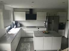 küchen weiß hochglanz k 252 che beton optik wei 223 hochglanz wohnen grau kupfer rosa