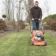 Feuchten Rasen Mähen - die wichtigsten tipps f 252 r die rasenpflege im fr 252 hjahr