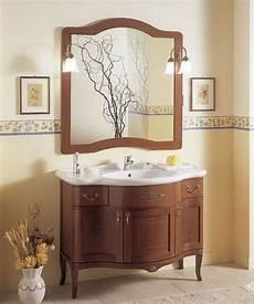bagni classici prezzi mobile bagno classico in legno con ante cieche color noce