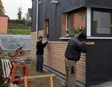 Holzverkleidung Haus Selber Machen - fasadenverkleidung haus mit l 228 rchenholz holz verkleidung