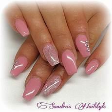 fingernägel schwarz weiß nageldesign rosa glitzer geln gel m dchentraum in rosa