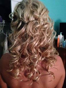 bridesmaid hairstyle down and curly bridesmaid hair