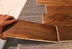 come posare un pavimento laminato posa pavimenti in legno installazione materassini per posa