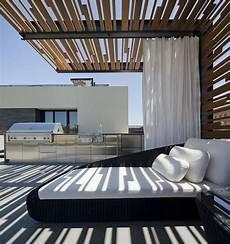 Eine Pergola In Modernem Stil Auf Einer Dachterrasse