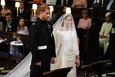 hochzeit prinz harry megan markle s givenchy wedding dress tiara all the