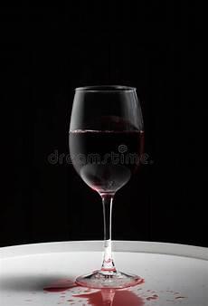 sta su bicchieri vetro bicchiere di fotografia stock immagine di rosso