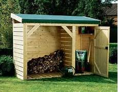 construire un abri buches en bois entrenir jardin en hiver et stocker bois epicea
