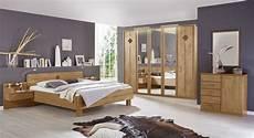 schlafzimmer komplett mit aufbauservice schlafzimmer in erle natur teilmassiv mit komfortbett aliano