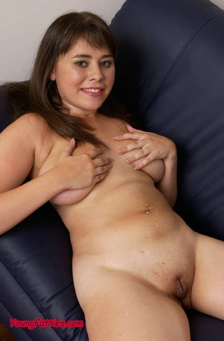 Beautiful Shaved Chubby Playing With Dildo Pichunter