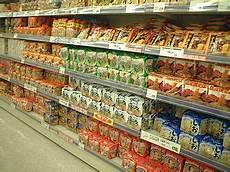 scaffali supermercato file jasupermarket instant noodles jpg wikimedia commons