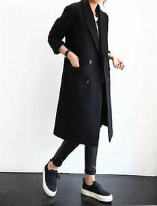 schwarzer mantel klassisch oder extravagant archzine net